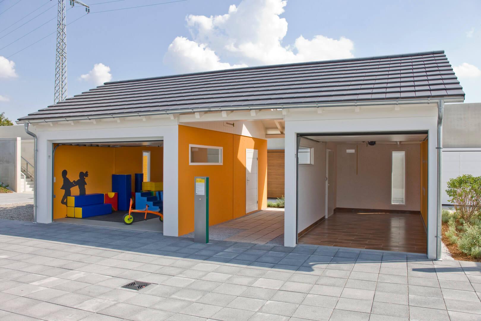 Wir Decken Sie Ein U2013 Wie Es Ihnen Gefällt. Zeitgemäß Und Stilgerecht. Mit  Dachkonstruktionen Und Dachpfannen Ihrer Wahl. Hier Sehen Sie Nur Eine  Kleine ...
