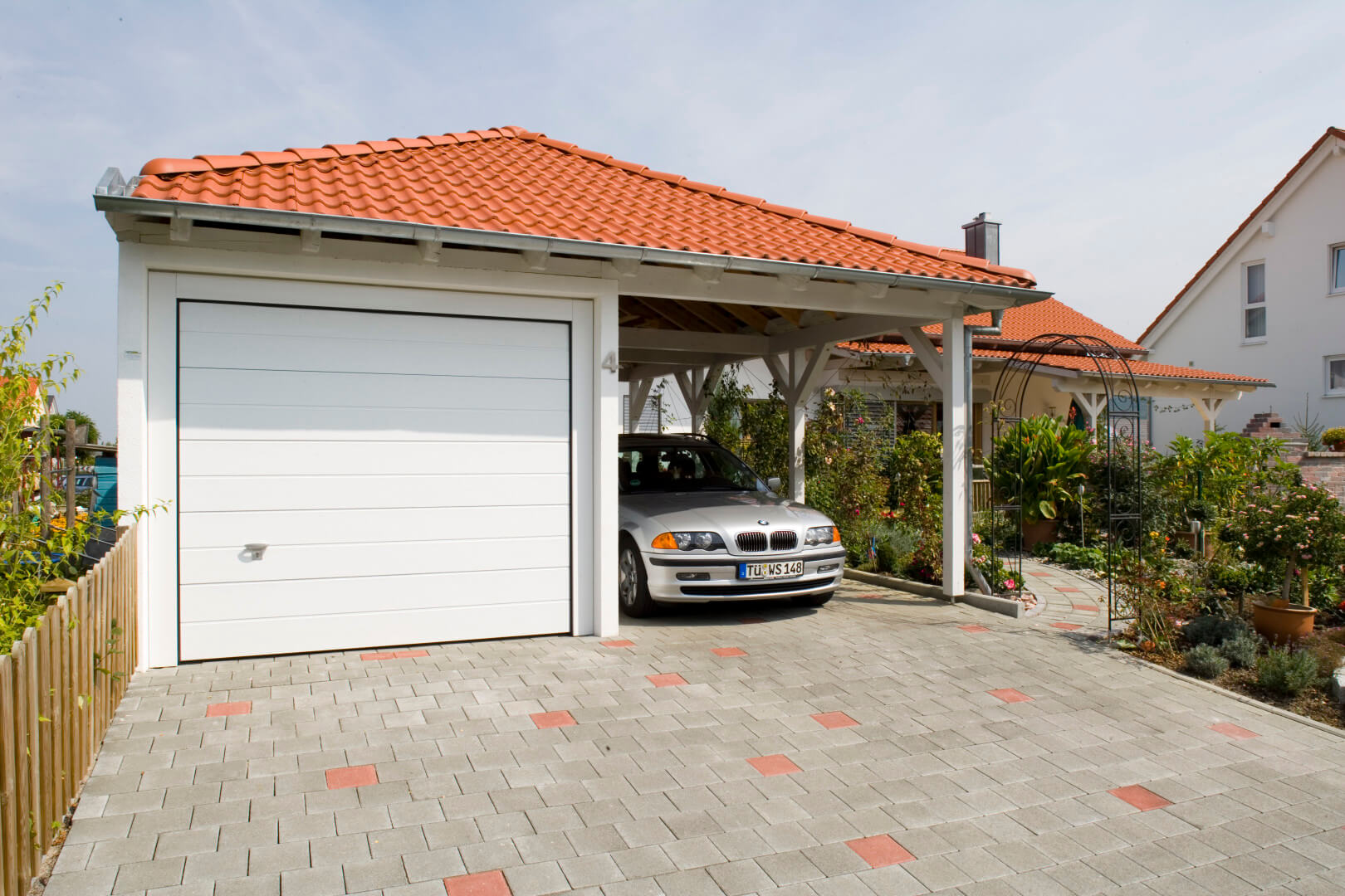 fertiggarage mit carport fertiggarage mit carport weegarden doppelgarage holzgarage mit. Black Bedroom Furniture Sets. Home Design Ideas